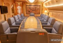 Комната для переговоров на борту Boeing 747 SP