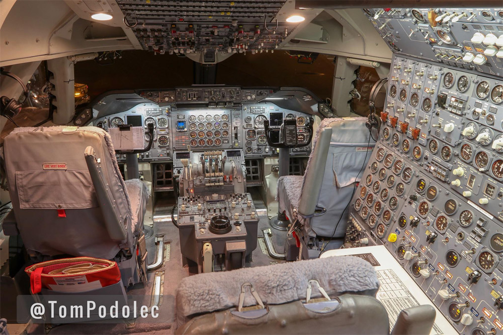 Кабина пилотов Boeing 747 SP