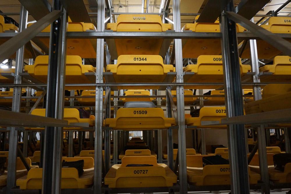 Поддоны, оснащенные чипами, на которых доставляется багаж