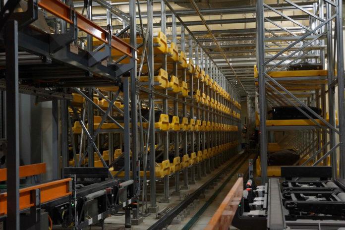 Роботизированный склад временного хранения багажа Vanderlande в аэропорту Домодедово