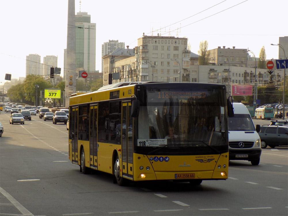 Городской низкопольный автобус МАЗ 203 в Киеве