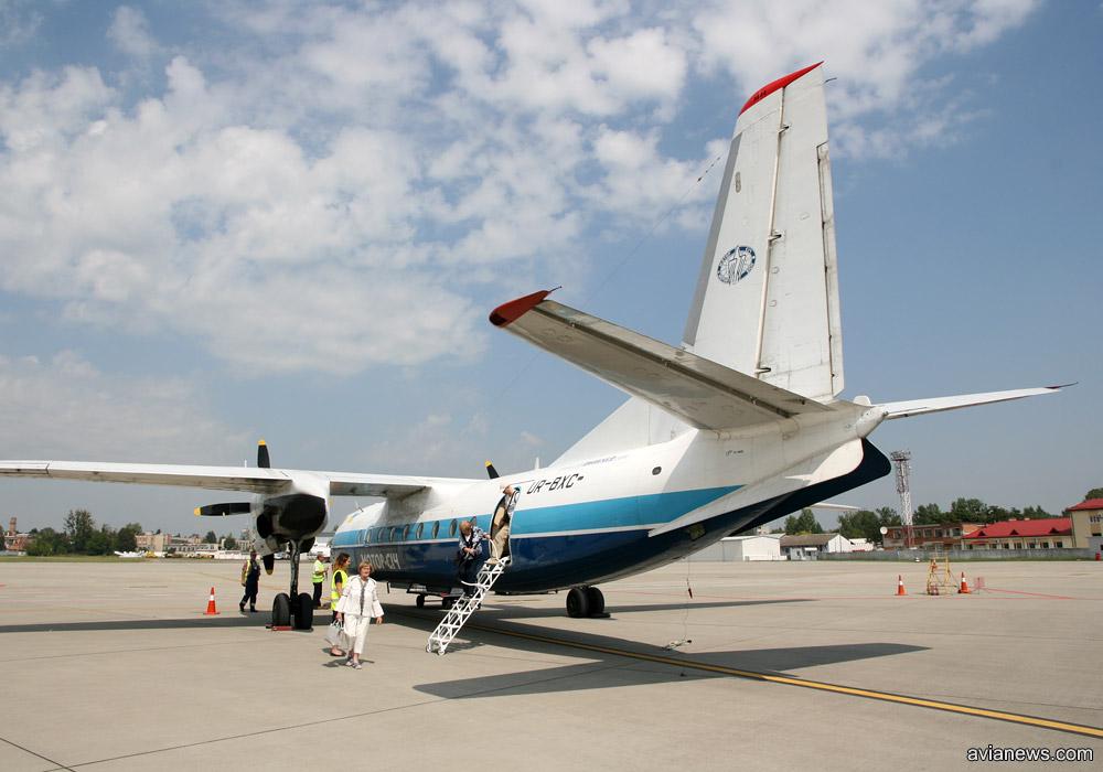 """Выпущенный в 1973 году Ан-24 UR-BXC авиакомпании """"Мотор Сич"""""""