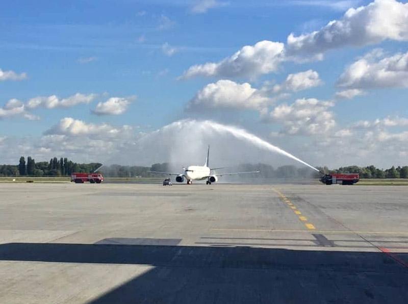 Встреча водяной аркой первого рейса Myway Airlines в аэропорту Борисполь