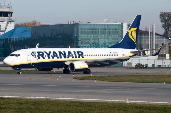 Boeing 737-800 лоу-коста Ryanair. Фото: Юра Танчин