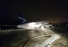 """Состояние самолета SSJ100 авиакомпании """"Якутия"""" после происшествия в аэропорту Якутска"""