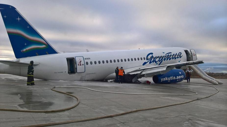 """SSJ100 авиакомпании """"Якутия"""" через несколько часов после происшествия"""