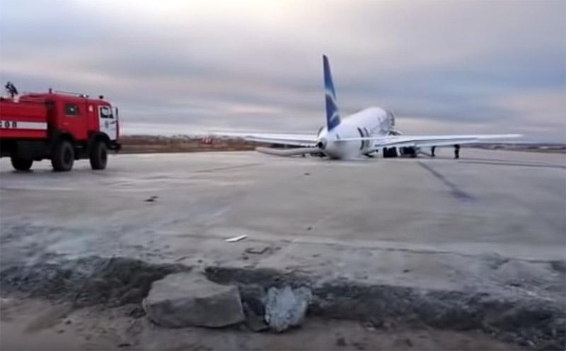 """Уступ между рабочей частью полосы и отремонтированным участком полосы в аэропорту Якутска, в который въехал SSJ100 """"Якутии"""""""