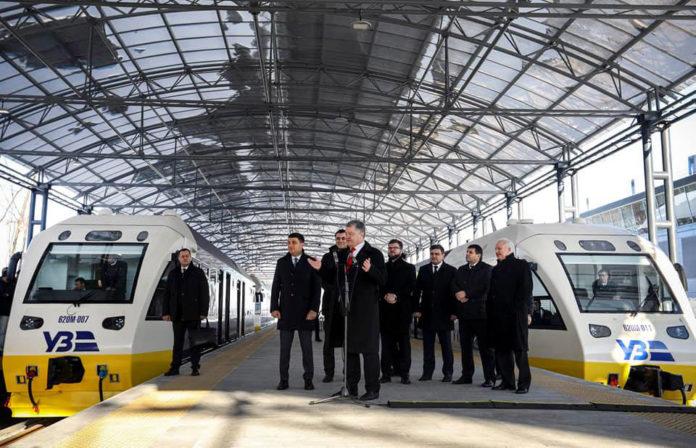 Первые пассажиры поезда