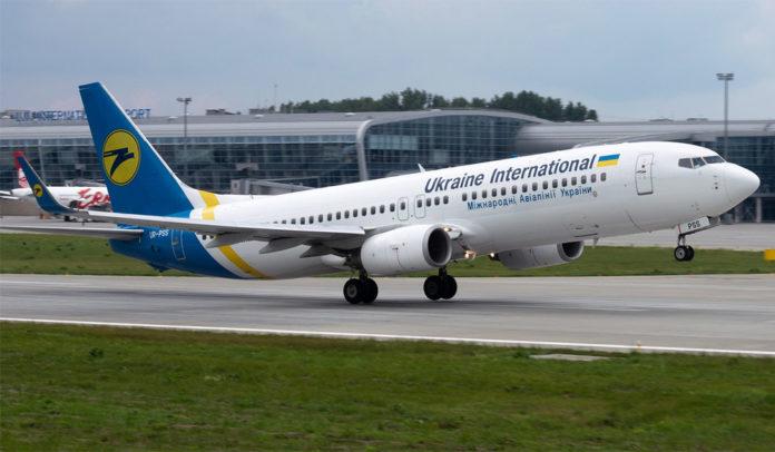 Взлет Boeing 737-800 МАУ. Фото: Юра Танчин