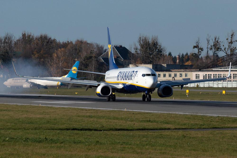 Самолеты лоу-коста Ryanair и МАУ