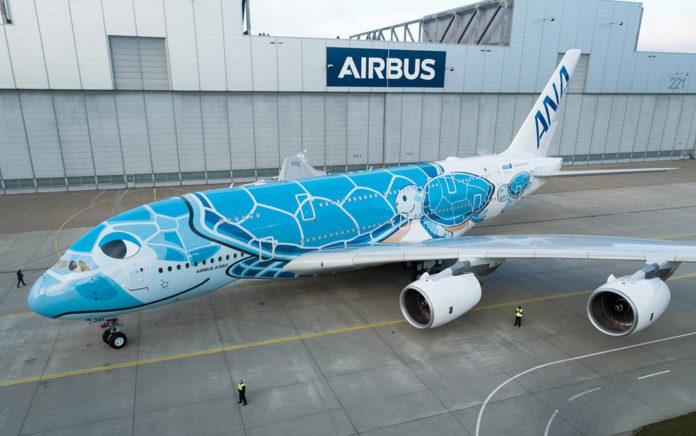 Первый лайнер-гигант для All Nippon Airways в специальной ливрее с черепахой