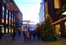 Рождественские елки на улице Хельсинки