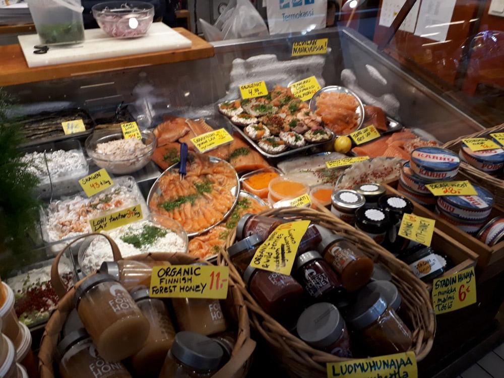 Витрина с морскими продуктами на Олд Маркет Холл в Хельсинки