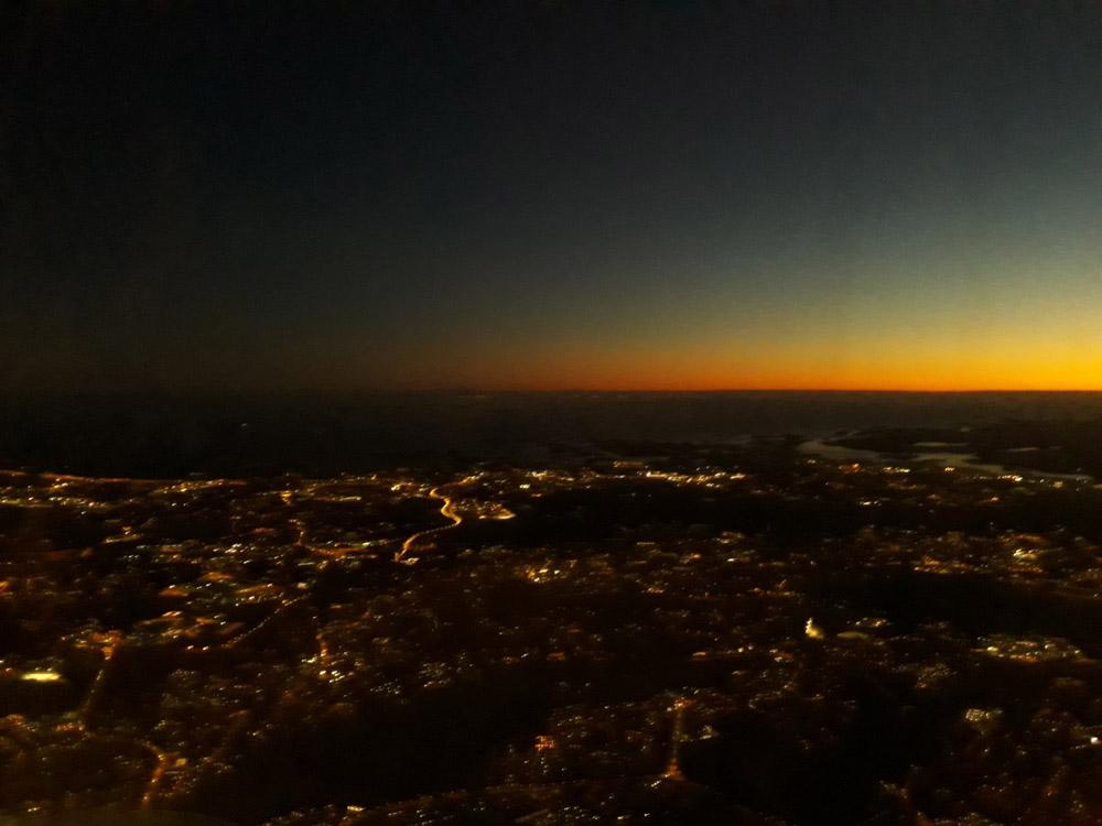 Ночной вид на Финляндию из окна самолета