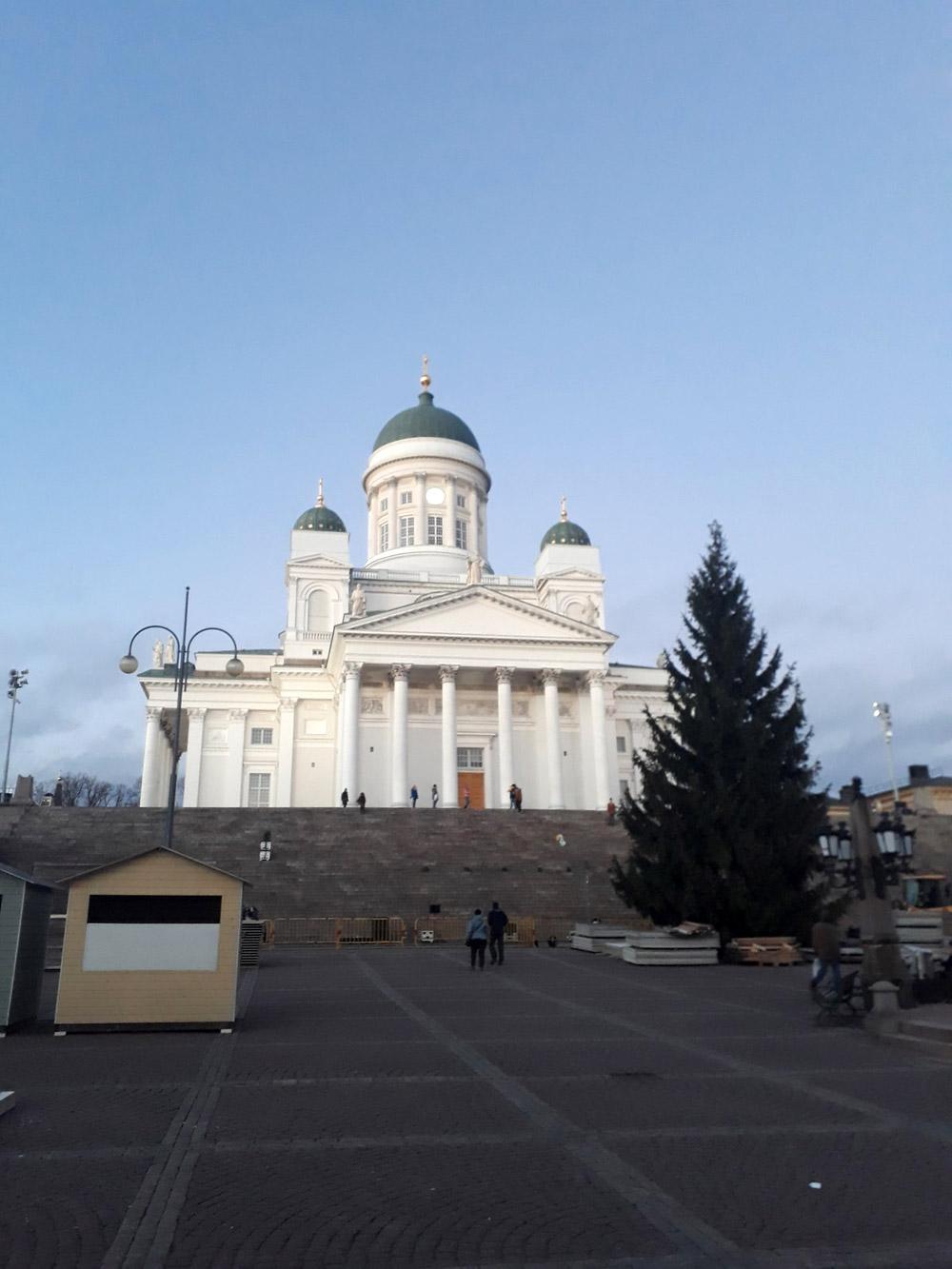Сенатская площадь и кафедральный собор в Хельсинки