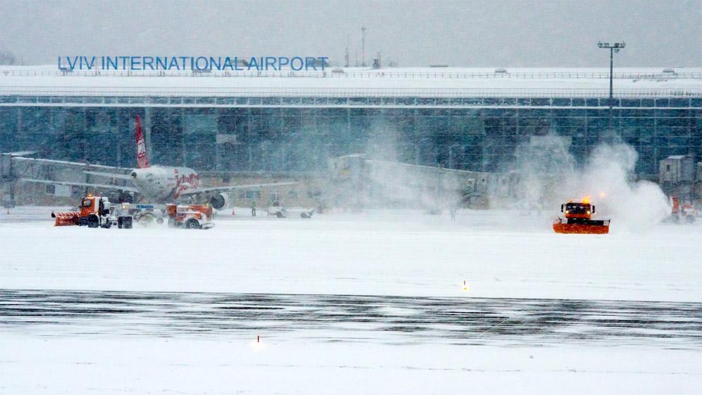 Аэропорт Львов в снежную погоду