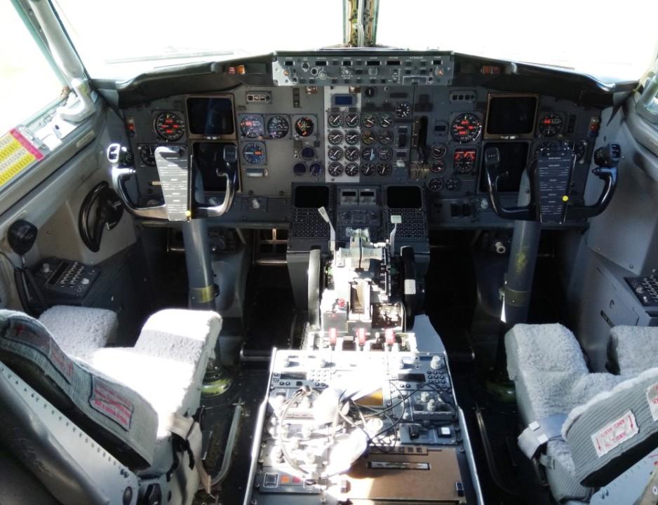 """Кабина пилотов Boeing 737-500 """"Трансаэро"""" VP-BYO"""