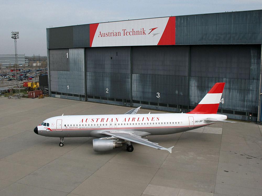 Airbus A320 Austrian Airlines в ливрее 1960-х годов