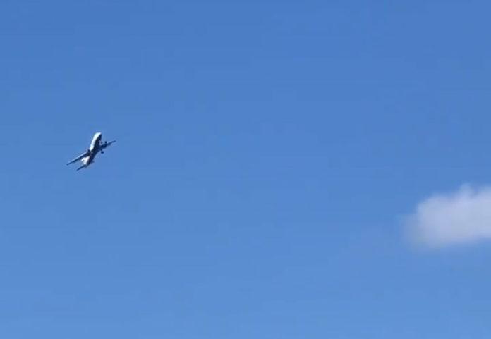 Самолет British Airways, пытающийся сесть в Гибралтаре в сильный ветер