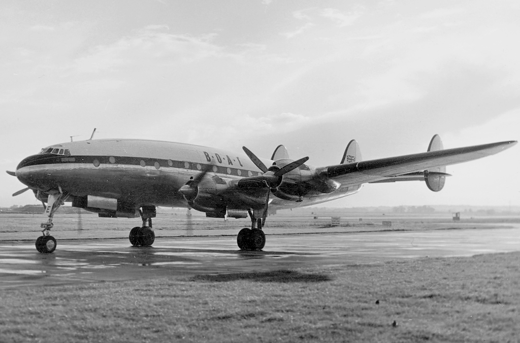 Lockheed C-69C (L049) Constellation в аэропорту Хитроу в 1954 году