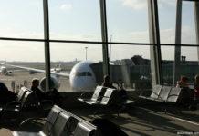 Пассажиры в ожидании вылета самолета