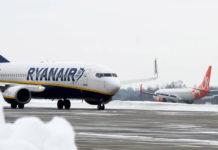 Самолеты Ryanair и SkyUp в аэропорту Львов