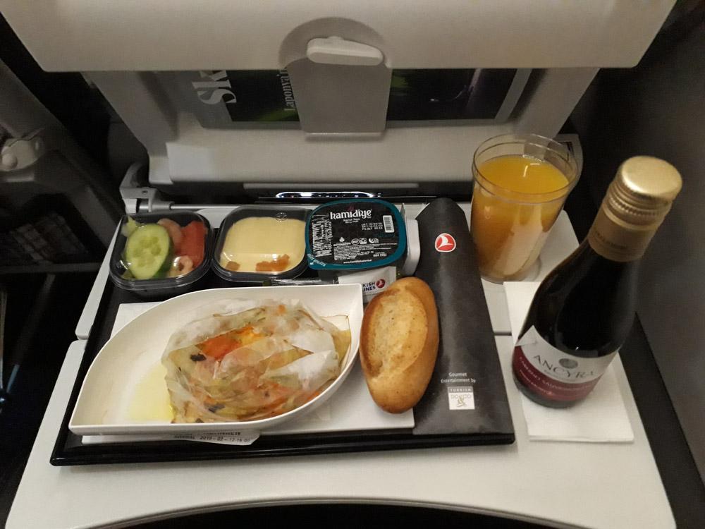 Горячее спецпитание на рейсах Turkish Airlines Стамбул-Баку