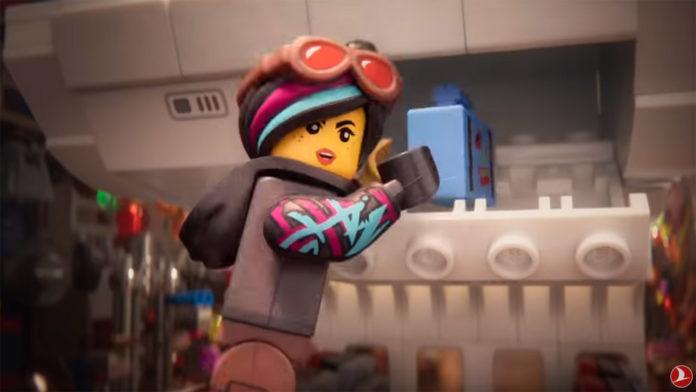 Кадр из второго safety video Turkish Airlines в стиле Lego