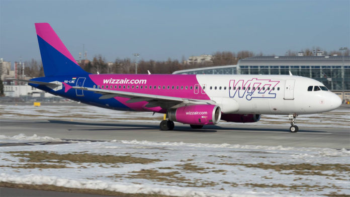 Самолет Wizz Air Airbus A320 в аэропорту Львов