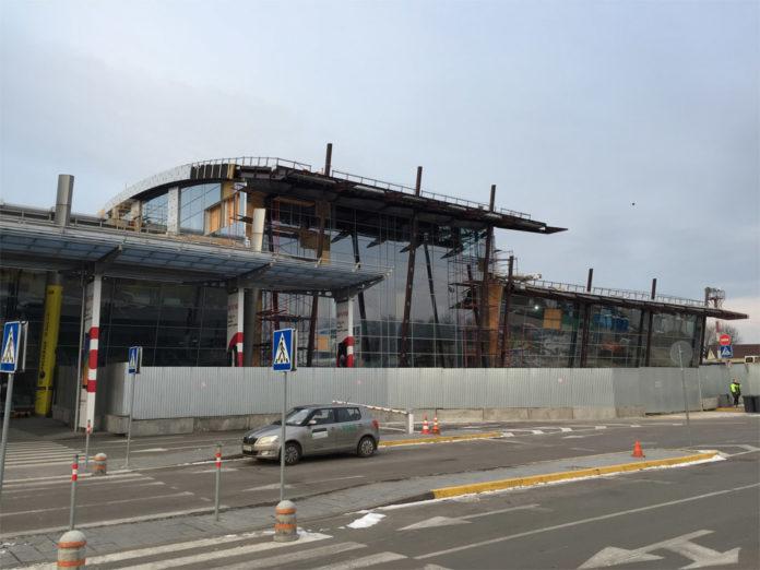 Новая часть терминала А в аэропорту Жуляны, 24 февраля 2019 года, вид со стороны привокзальной площади