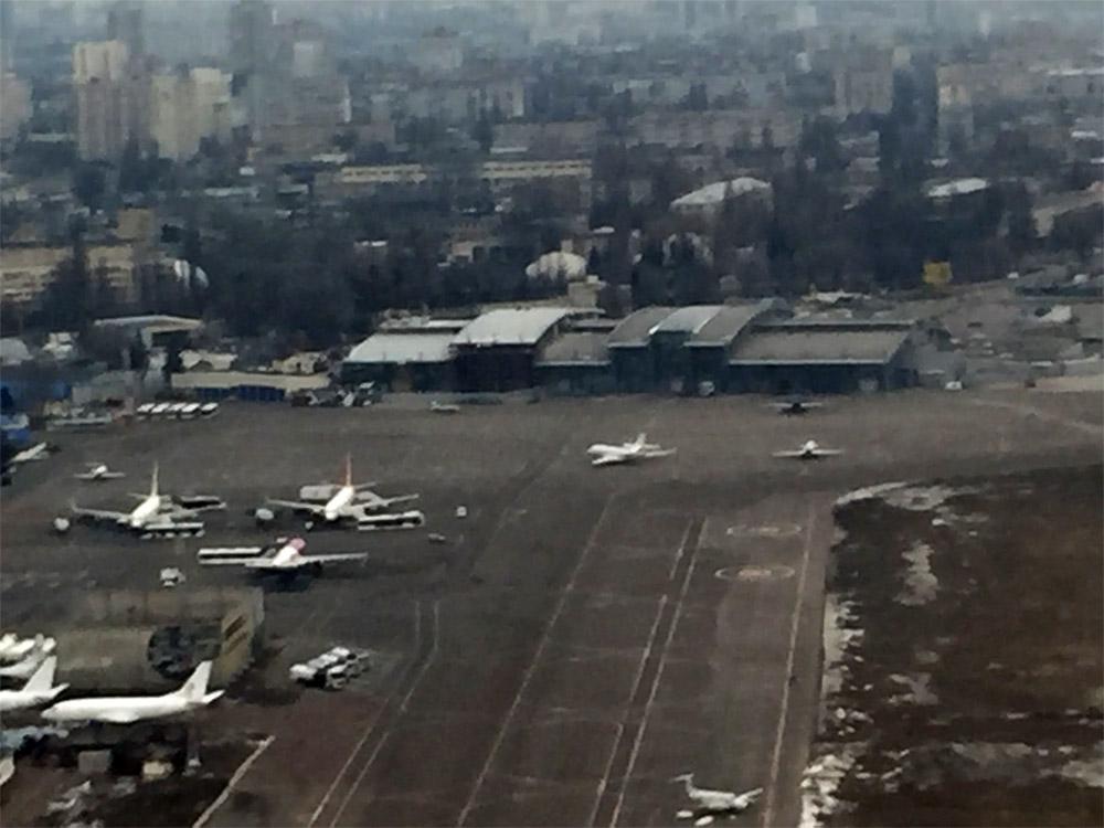Вид на расширенный терминал А в аэропорту Жуляны, 24 февраля 2019 года