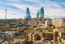 Баку: вид на историческую и современную часть города
