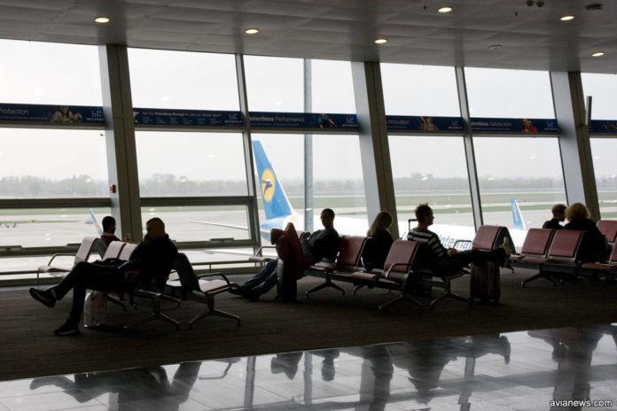 Пассажиры в ожидании вылета в аэропорту Борисполь
