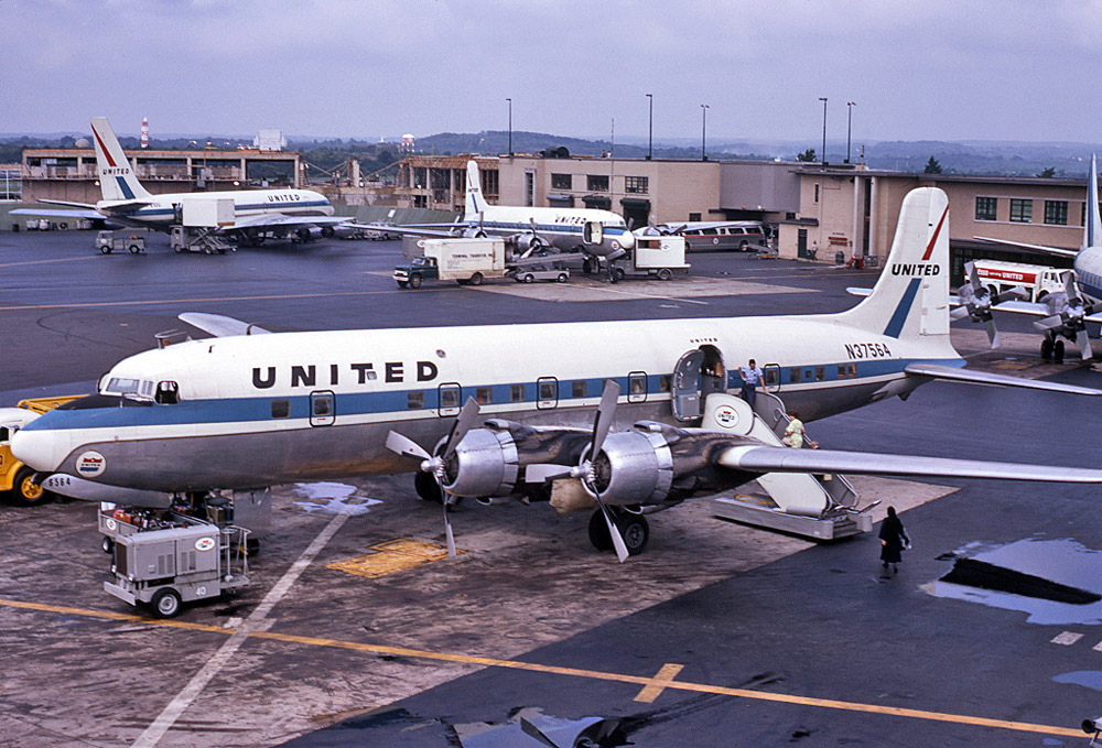 Douglas DC-6 United Airlines