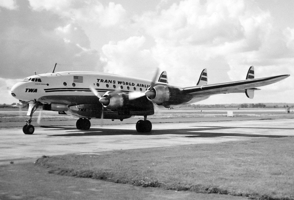 Lockheed Constellation Trans World Airlines в аэропорту Хитроу