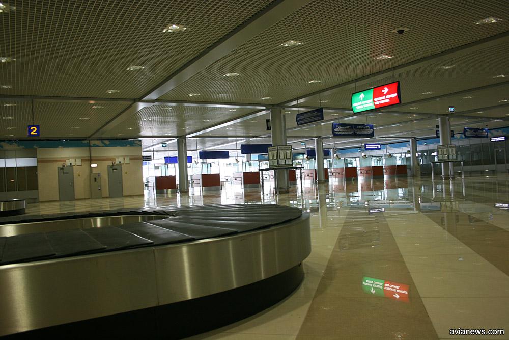 Зал прилета, терминал F в аэропорту Борисполь