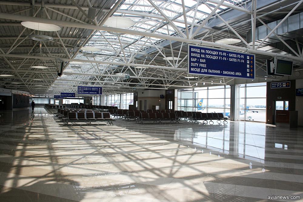 Зал ожидания вылета в терминале F