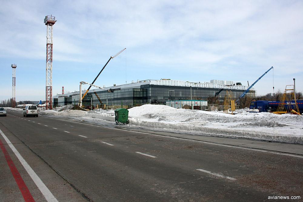Строительство терминала F в марте 2010 года