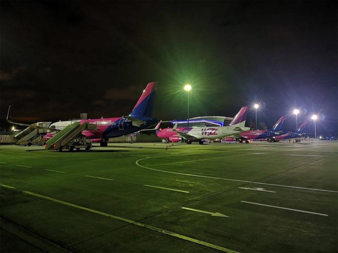 4 самолета Airbus A320 в аэропорту Жуляны