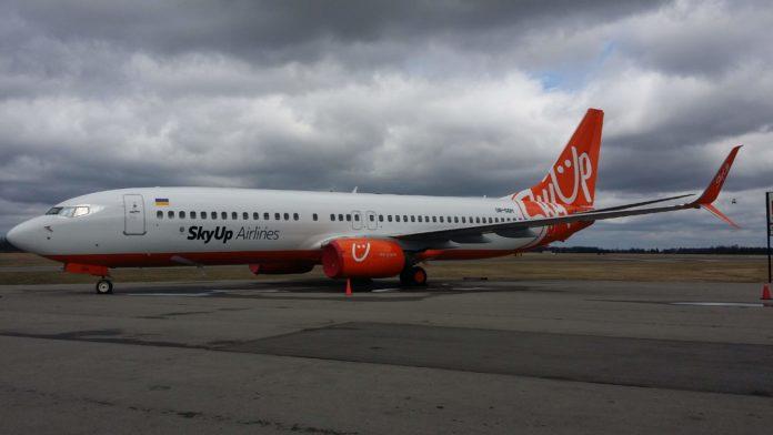 Boeing 737-800 SkyUp UR-SQH
