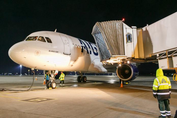 Самолет Aigle Azur в аэропорту Борисполь