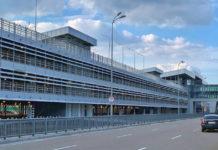 Многоуровневая парковка в аэропорту Борисполь напротив терминала D