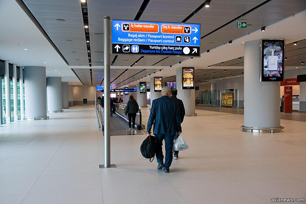 Зал прилета в новом аэропорту Стамбула