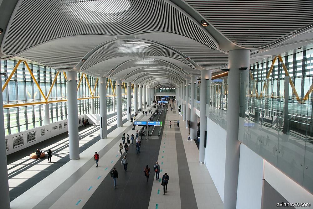 Все пирсы вылета в новом аэропорту Стамбула оснащены траволаторами
