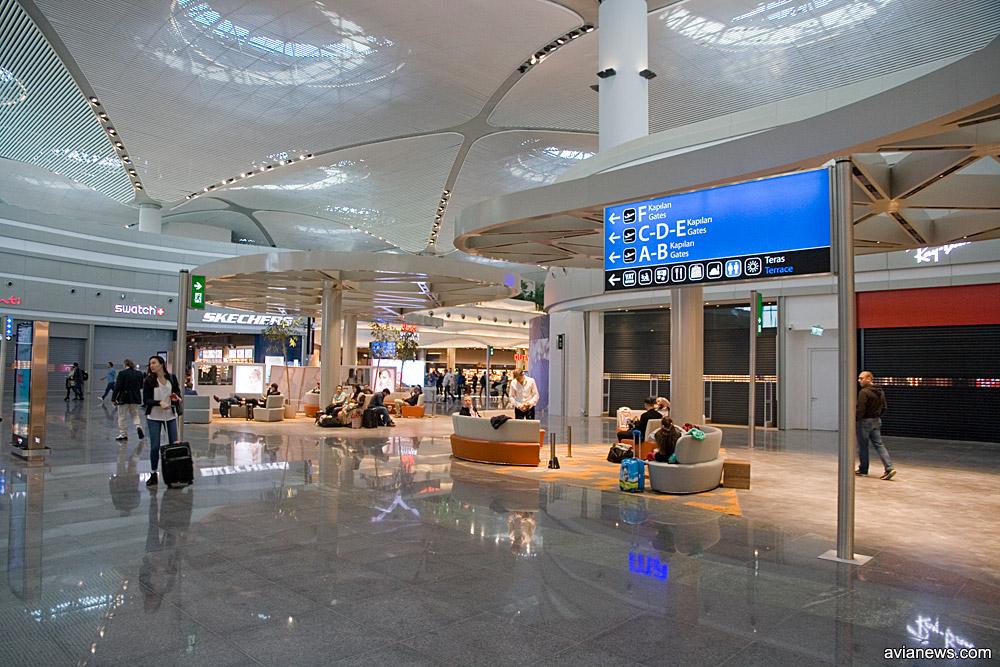 Галерея вылета в новом аэропорту Стабмула