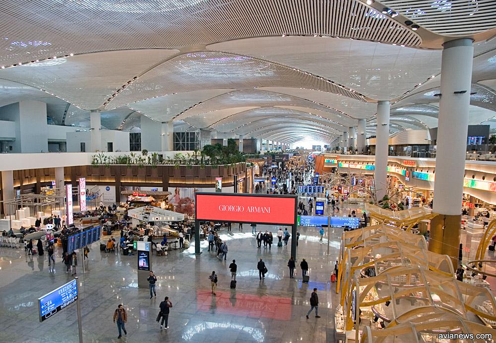Центральная торговая галерея в новом аэропорту Стамбула