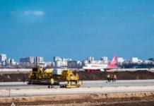 Строительство новой полосы в аэропорту Одесса. Апрель 2019 года