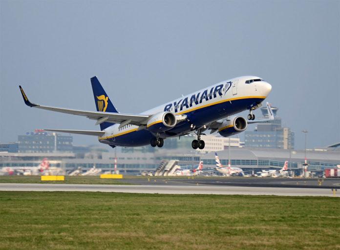 Взлет Boeing 737-800 Ryanair