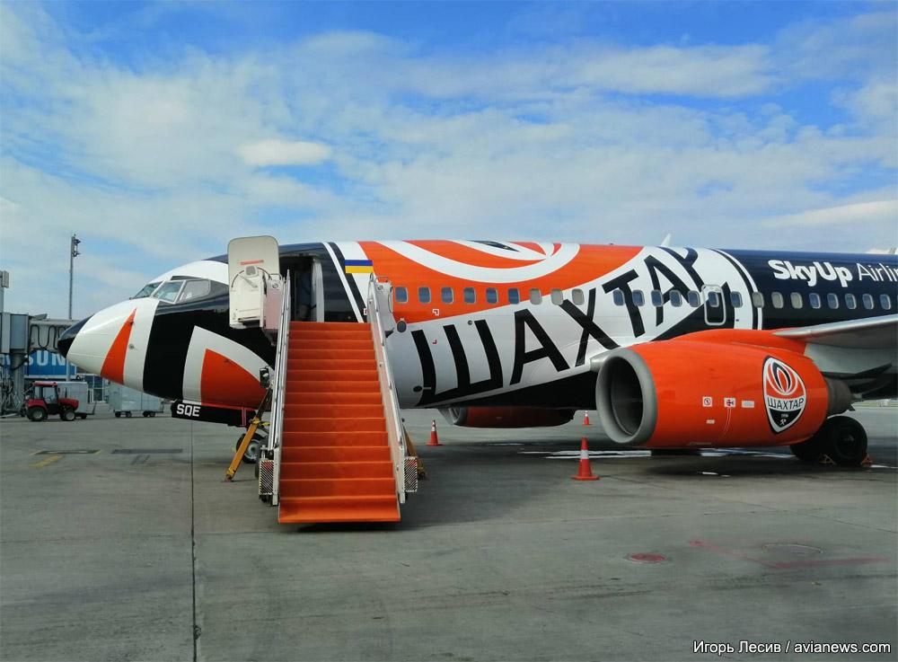Boeing 737-700 SkyUp в специальной ливрее футбольного клуба Шахтер