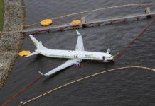 Выкатившийся Boeing 737-800 Miami Air International. Фото: NTSB